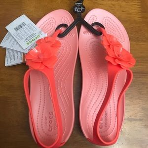 NWT Crocs bright coral flip flips. Size 7